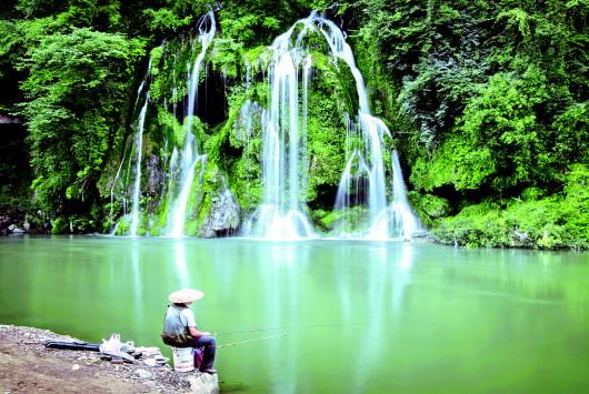 壁纸 风景 旅游 瀑布 山水 桌面 530_355